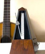 A quel tempo faut-il travailler un morceau à la guitare ?