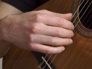 Faut-il des ongles longs pour jouer de la guitare ?