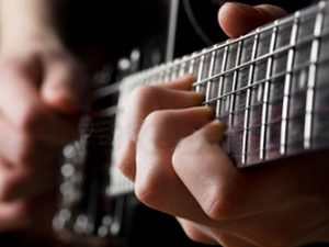 Le son est dans les doigts, pas dans la guitare