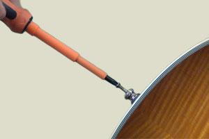 Revisser l'attache-courroie sur sa guitare