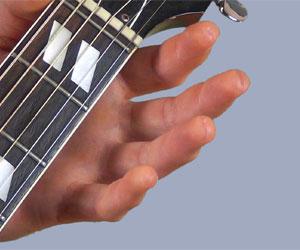 J'ai des traits sur les doigts, dois-je arrêter de jouer ?